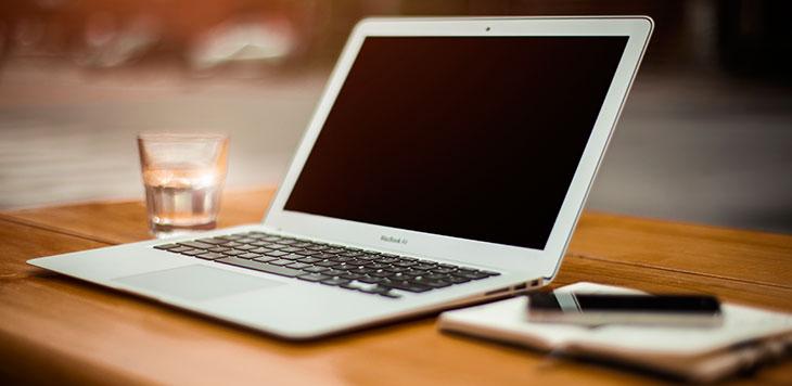 Macbook-Air-faded-by-Alejandro-Escamilla