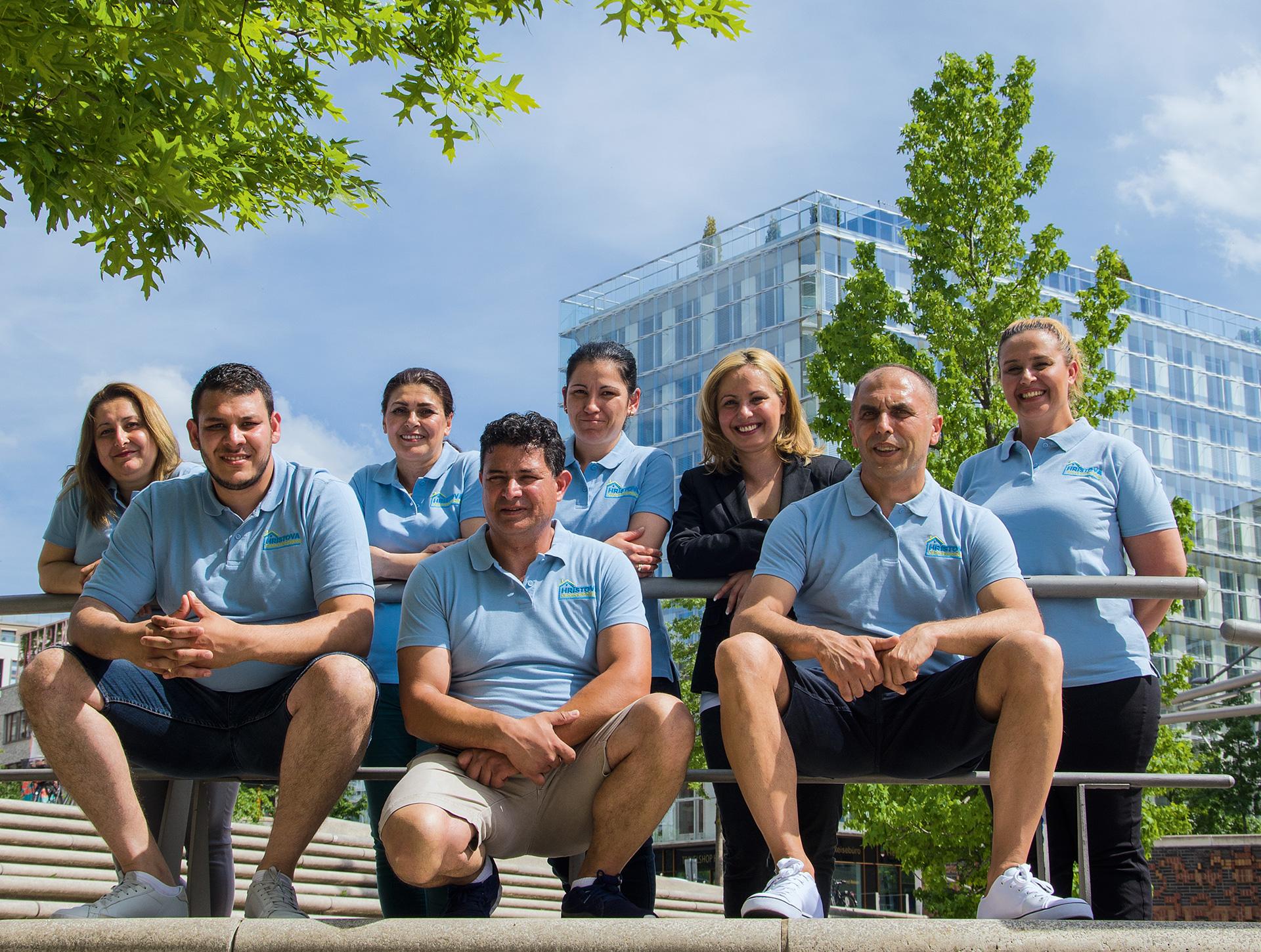 Teamphoto-Gebaeudereinigung-Hristova